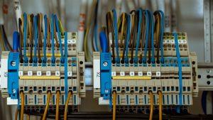 Dlaczego warto kupować dobrej jakości osprzęt elektroinstalacyjny?