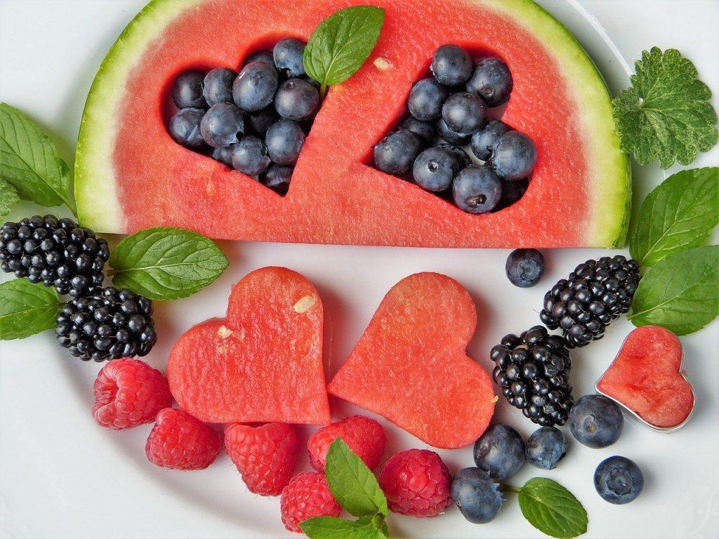 Kosz z owocami - podarunek na różne okazje