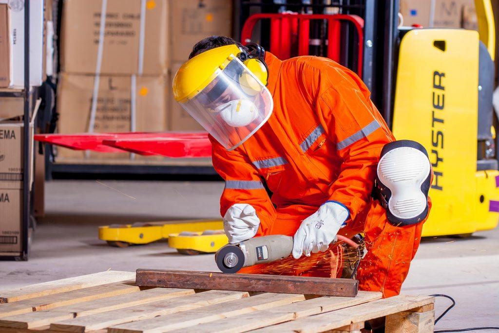 Kamizelki dla pracowników z nadrukami